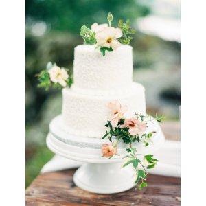 Serene Two Tier Wedding Cakes Bride Fine Art Wedding Blog Two Tier Wedding Cakes S Two Tier Wedding Cake