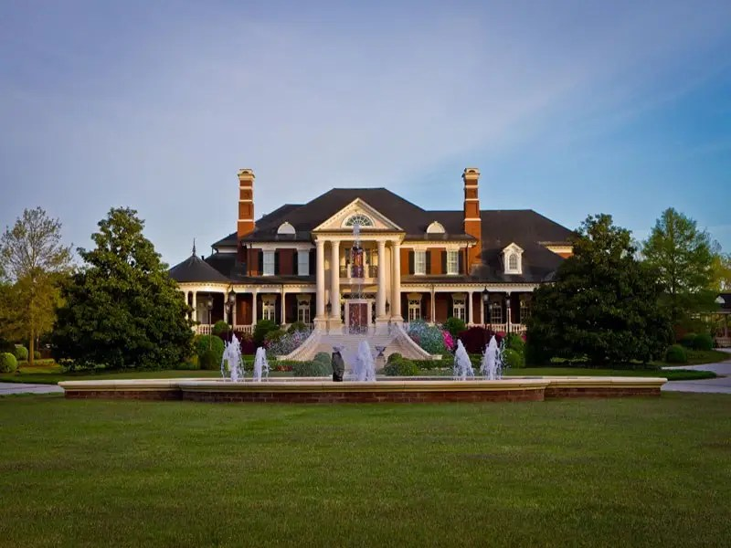 The main residence is nothing short of huge, with a whopping 35,000 square feet of interior space. It's one of the 25 largest homes currently for sale in the US. All of that space includes...