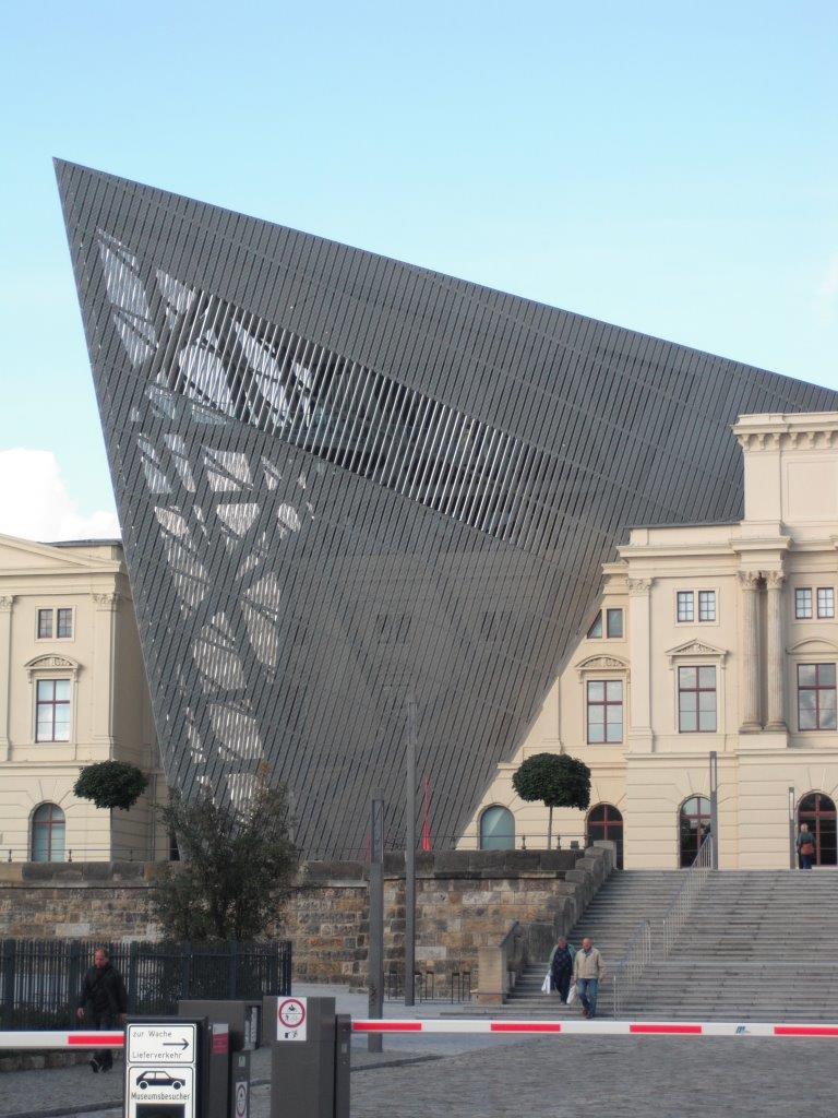 """Militärhistorisches Museum: der charakteristische """"Keil"""""""