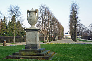 Henkelvase im Schlosspark Pillnitz, Dresden