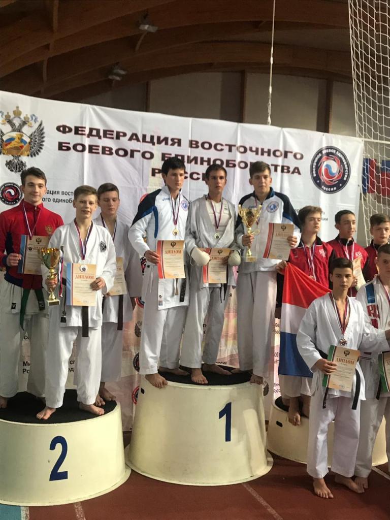 победители командных поединков Данила Мащенко, Владислав Чернов и Андрей Сибирцов