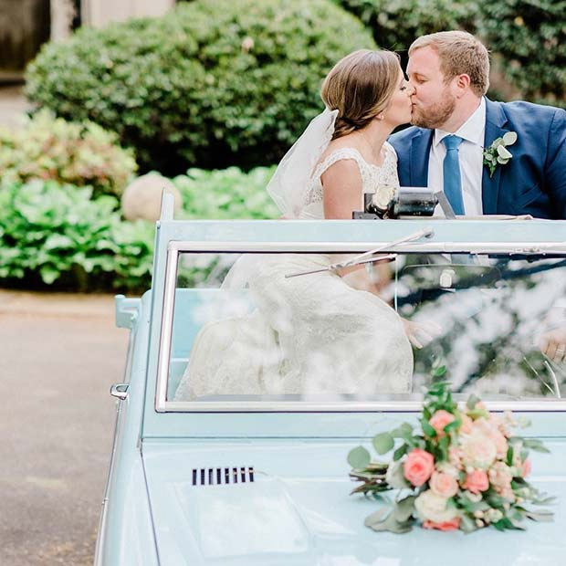 Wedding Photo Idea in a Vintage Car