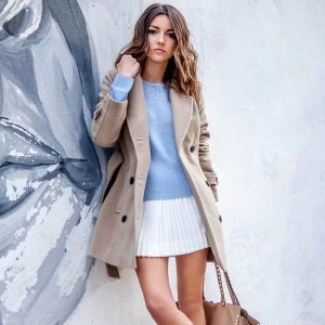 white-sneakers-street-style-white-skirt-tricot-trench