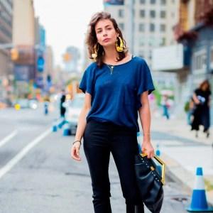 street-style-look-brinco-argola-amarelo-tshirt-azul