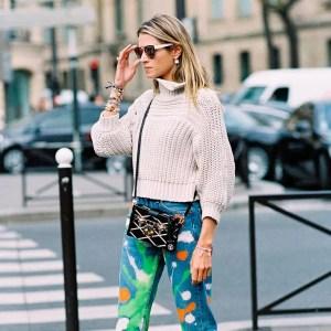 helena-bordon-calca-jeans-pintada-turtleneck-gelo-scarpin-branco-helena-bordon