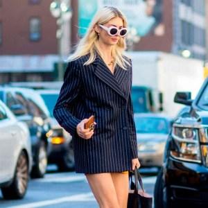 street-style-look-blazer-vestido-tenis-vans-preto-oculos-branco
