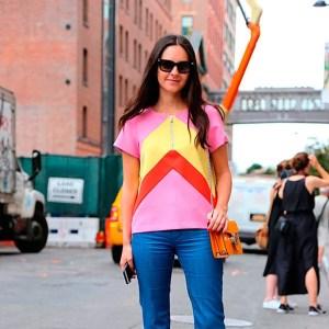 blusa-colorida-calca-flare