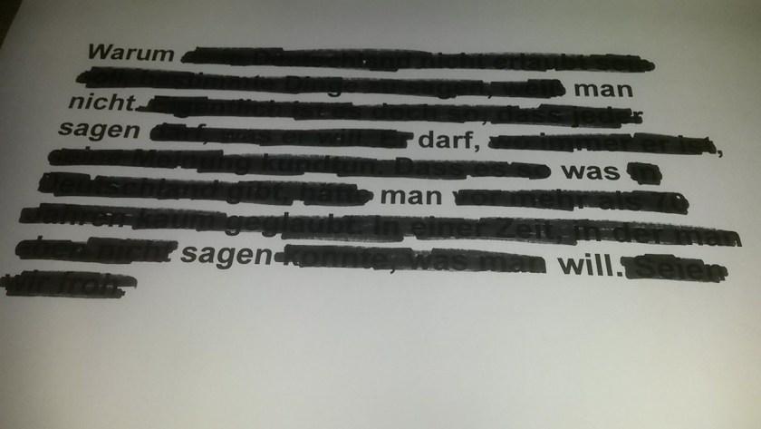 """Text mit geschwärzten Stellen. Die ungeschwärzten Wörter ergeben den Satz """"Warum man nicht sagen darf, was man sagen will."""""""