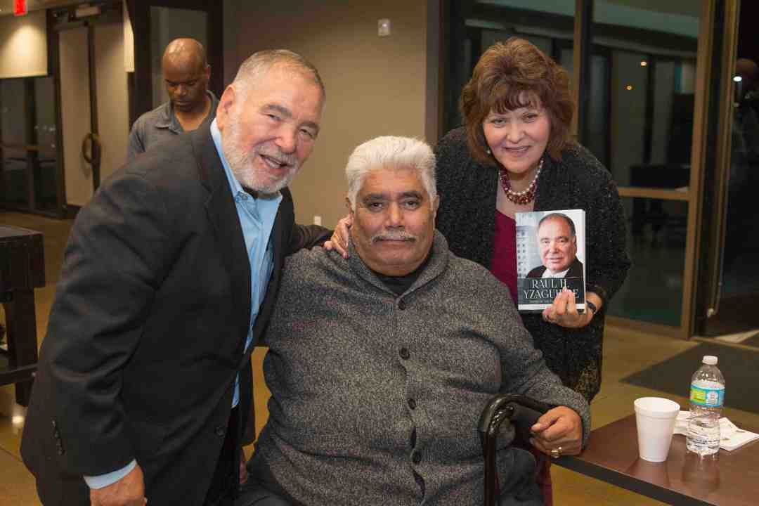 x Raul Yzaguirre Book signing Photo by Phil Soto 682