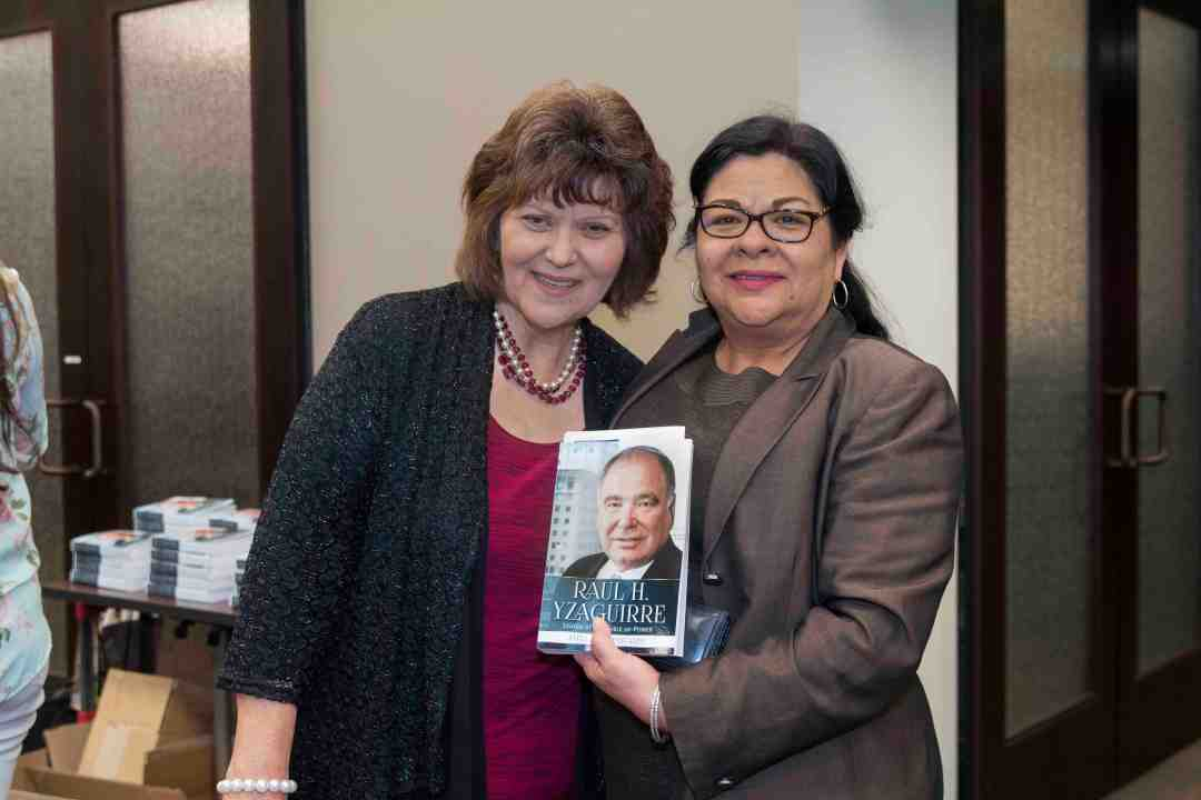 xx Raul Yzaguirre Book signing Photo by Phil Soto 56