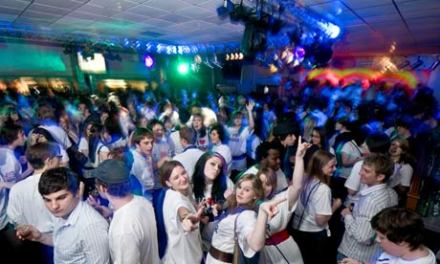 Students-partying-at-the-001