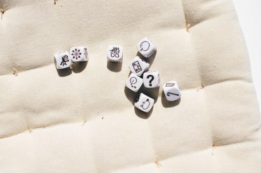 Fant en boks med Story Cubes og tenkte at disse er bra når du ikke har noe å skrive om.