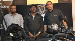 Guniness brand manager Sylvester Henry (l) with winner Anthony Evans (c).