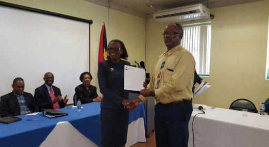 Mrs. Rosa Geenaway, Permanent Secretary of Health, and Antigua and Barbuda, handing out the training certificates to participants.