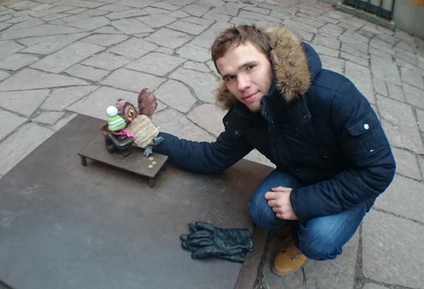 Железный мальчик в Стокгольме 15.02.17 с мальчиком и совенком