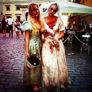 Шведки отмечают Хэллоуин в Старом городе Стокгольма