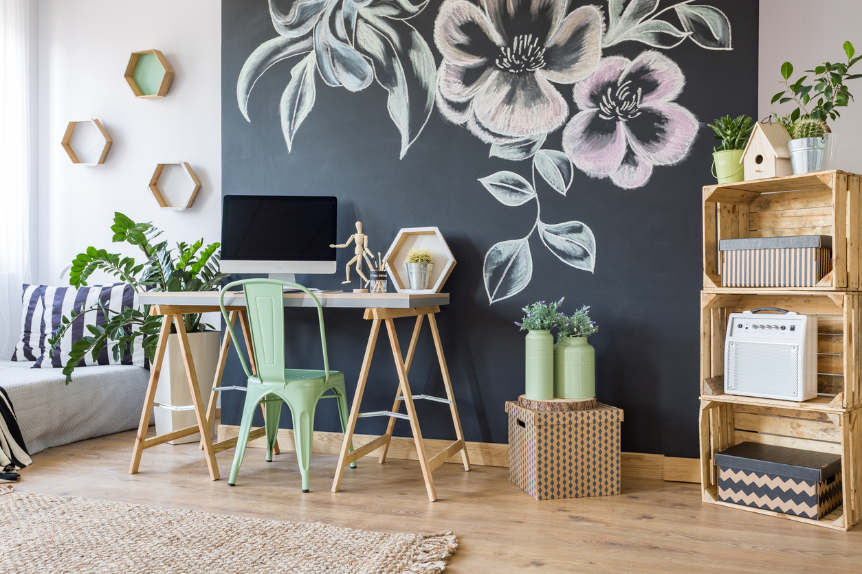 10 Desk Decor Ideas