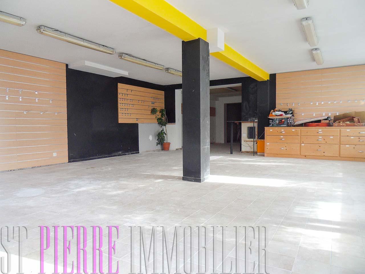 Louer local commecial rue de lattre de tassigny niort for Location de garage niort