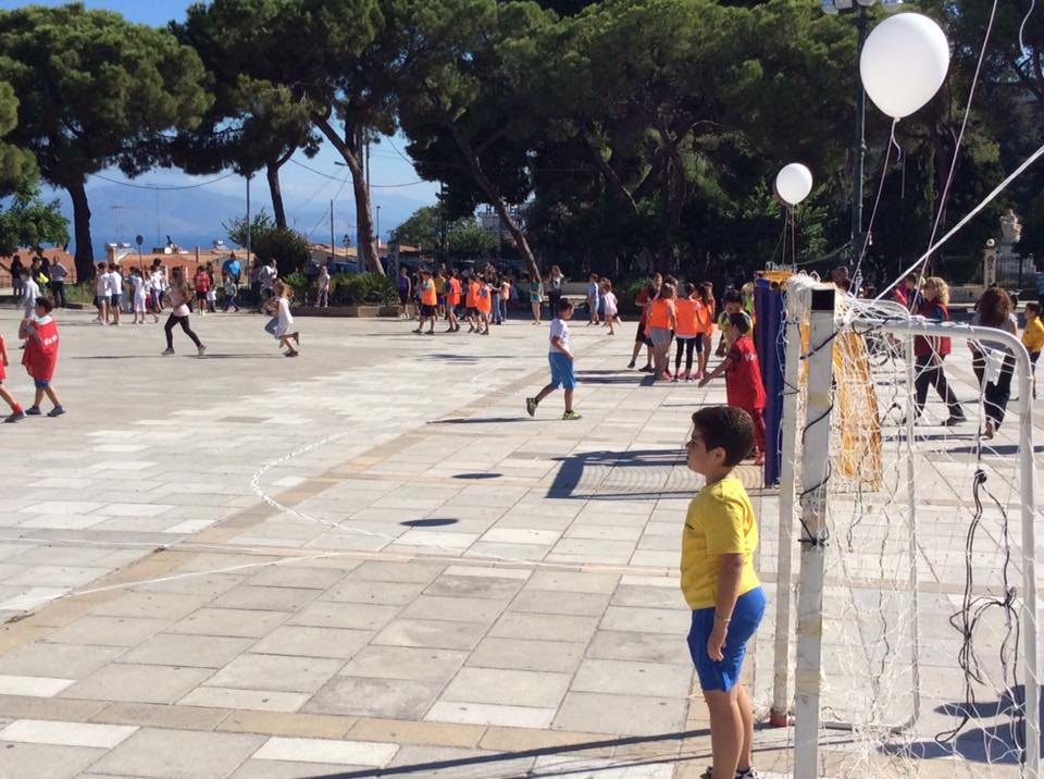 Greece Serifato Handball Club 500 children to Street Handball in the Square Psilalonia8
