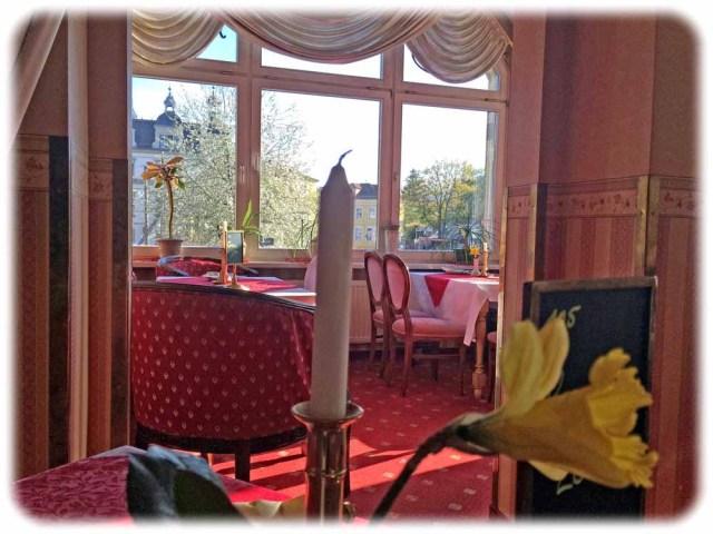 Die Räume sind nach Farbthemen arrangiert, sprich: Dies ist der Rote Salon. Foto: Heiko Weckbrodt