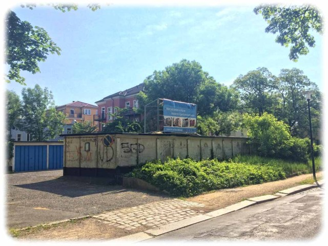 Auch dieser Garagenkomplex an der Wormser Straße soll Eigentumswohnungen weichen. Foto: Heiko Weckbrodt
