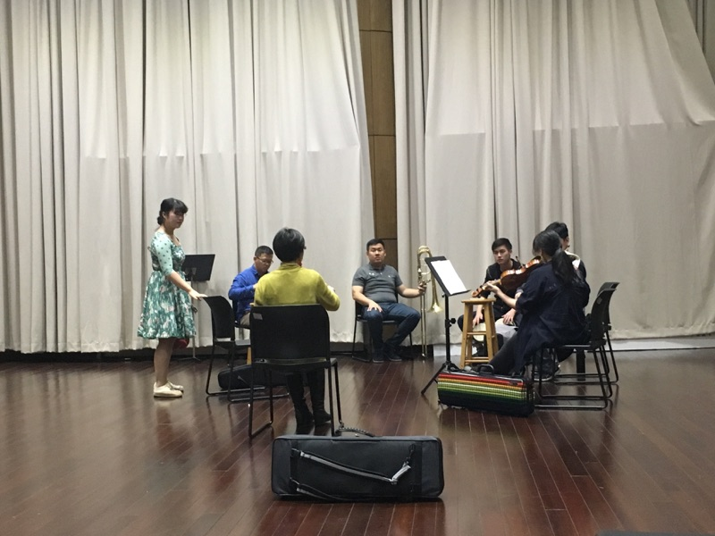 Students experiment with improvisation during a Silk Road workshop with violinist Shaw Pong Liu at YMCG