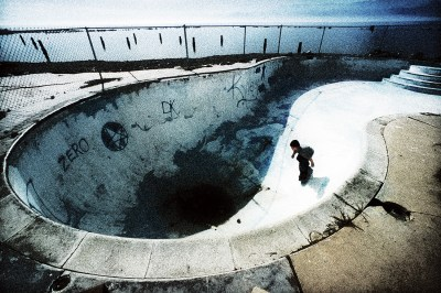 Lifestyle Photography - Skateboarder in Empty Pool ...