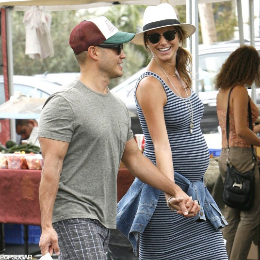 Pregnant-Stacy-Keibler-Farmers-Market-2014-Pictures