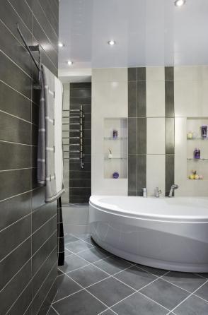רעיון לעיצוב חדר האמבטיה באמצעות פריטים הנגישים לרוב חלקי האוכלוסיה
