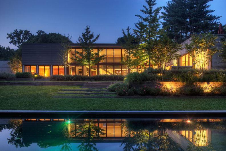 התאמת מבנה הבית לשטח הרחב.