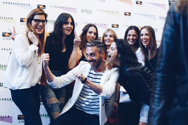 evento-bloggers-selfie-lilla-diagonal-photocall