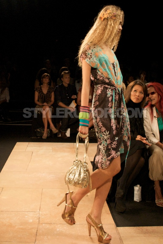 diane-von-furstenberg-spring-summer-2010-collection-30