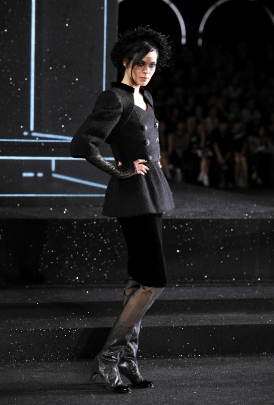 Chanel Haute Couture Fall Winter 2011 Collection 10