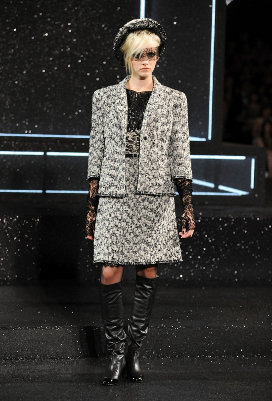 Chanel Haute Couture Fall Winter 2011 Collection 16