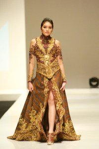 Designer Anne Avantie 2013 Latest Model kebaya Fashion Trends (2)