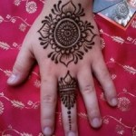 New Stylish Eid Hadn Mehndi Designs 2013 For Girls 08
