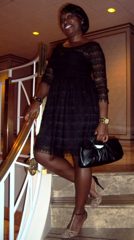 I love this flirty lace LBD. And the shoes are super cute! Cheers to 1920s fashion reincarnated.