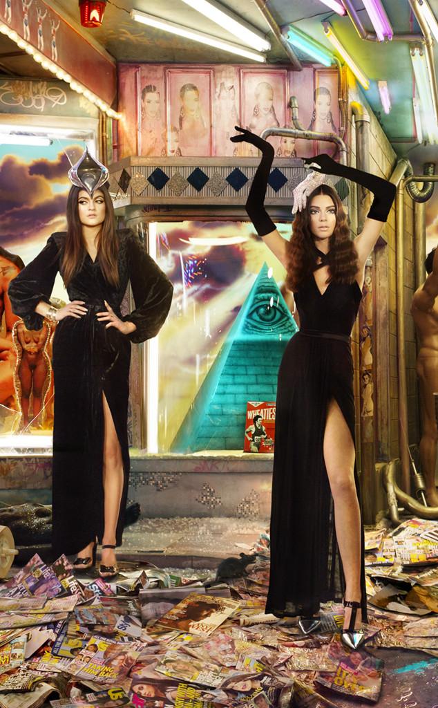 Kendall-Kylie-Jenner-Kardashian-Family-Christmas-Card