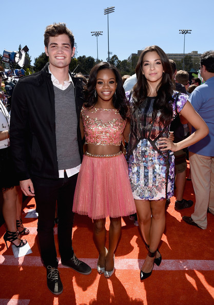 Gabby Douglas Looks Pretty In Peach At Nickelodeon Kids' Choice Sports Awards 2014 3