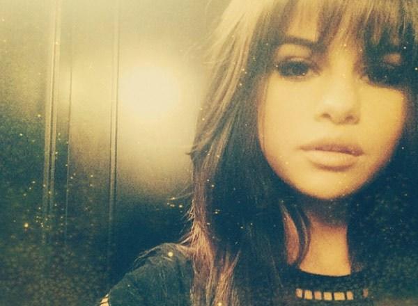 Selena Gomez Shows Off New Blunt Bangs 2