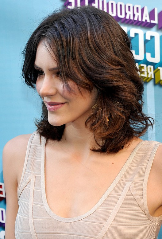Medium Length Hairstyles For Thick Wavy Hair Round Face : Side view of katharine mcphee medium length curly