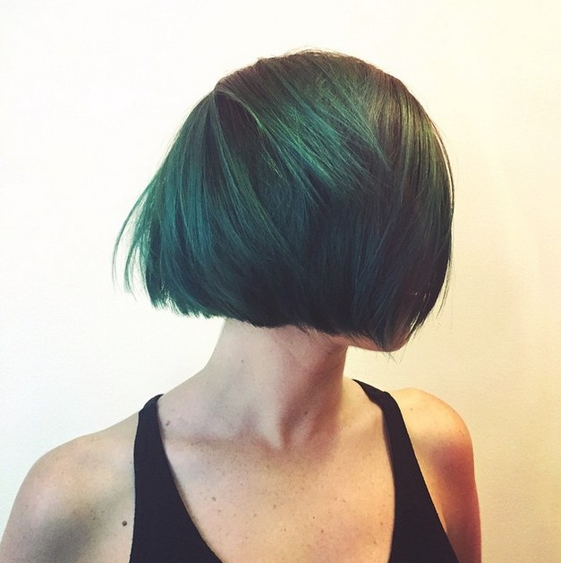 Short layered graduated bob hairstyle for round face shapes