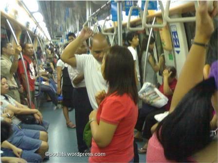 Suasana didalam MRT
