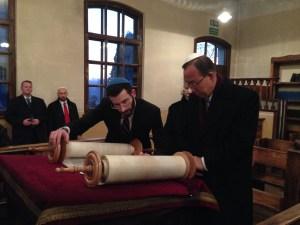 Rabbi-Ellis-reads-for-UN-head