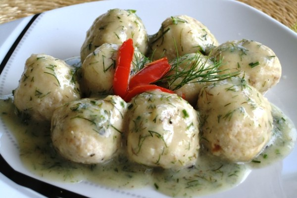 Cheese Dumplings with Dill Sauce