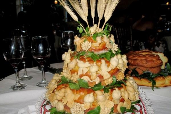 Greeting table display - Wine, Korovai, Greeting Bread