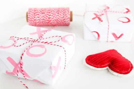 DIY xoxo gift wrap