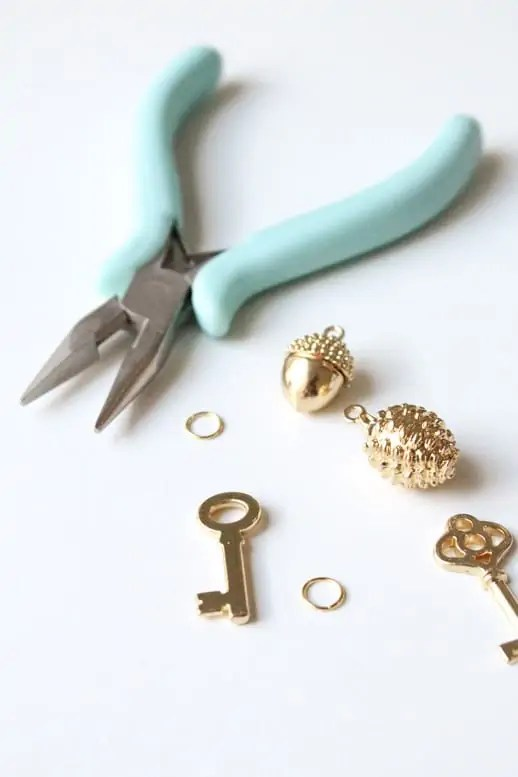 DIY golden charm necklace @ms_living #12monthsofmartha