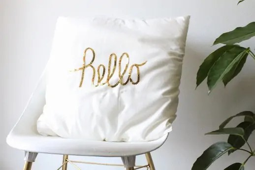 DIY sequined hello pillow from sugar and cloth
