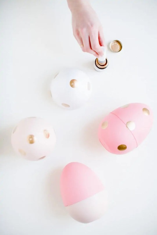 jumbo DIY easter egg favors | sugarandcloth.com